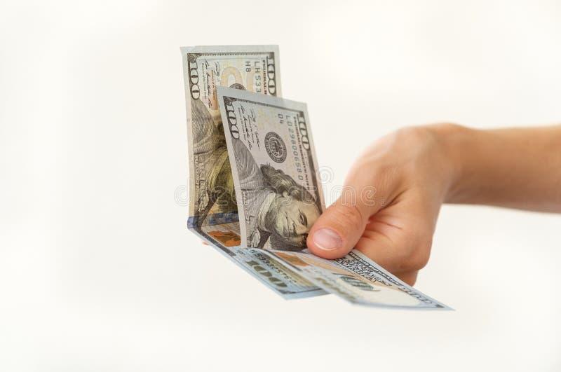 De vrouwen` s hand houdt twee honderden dollars stock foto