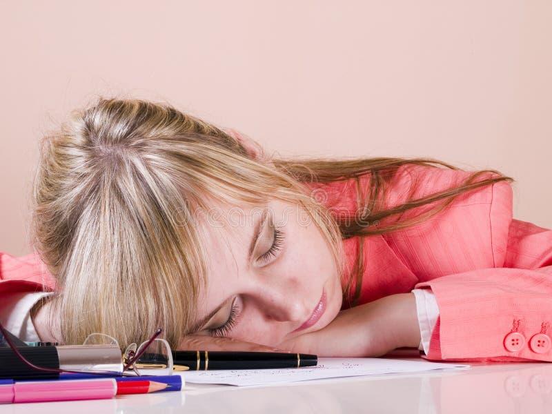 De vrouwen vallen in slaap stock fotografie