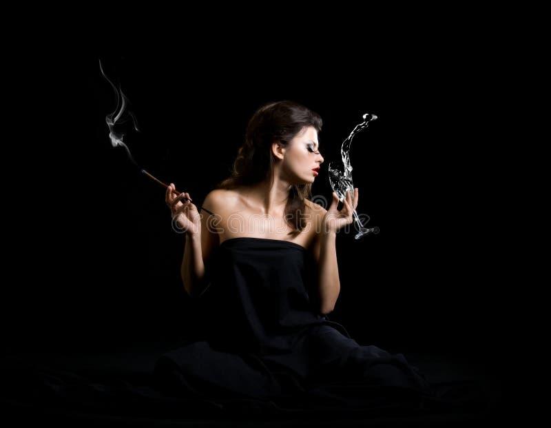 Download De Vrouwen Van De Aantrekkingskracht Met Champagne Stock Afbeelding - Afbeelding: 11023797
