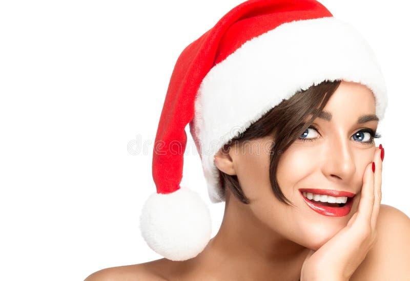 De vrouwen van de kerstman met zakken Schoonheids vrouwelijk model in Kerstmanhoed royalty-vrije stock afbeeldingen