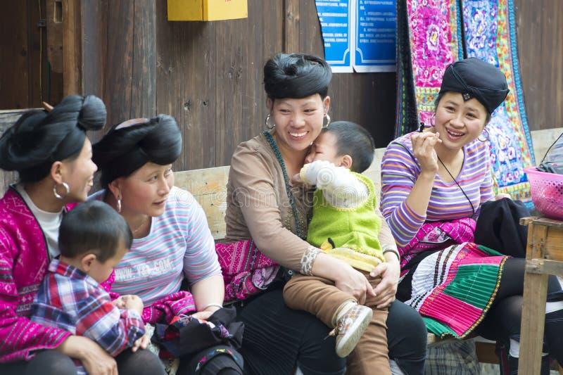 De vrouwen van etnische minderheid snijden geen haar, China royalty-vrije stock afbeelding
