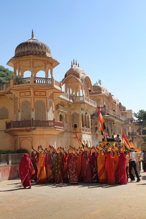 De vrouwen van pelgrims in Sari stock foto