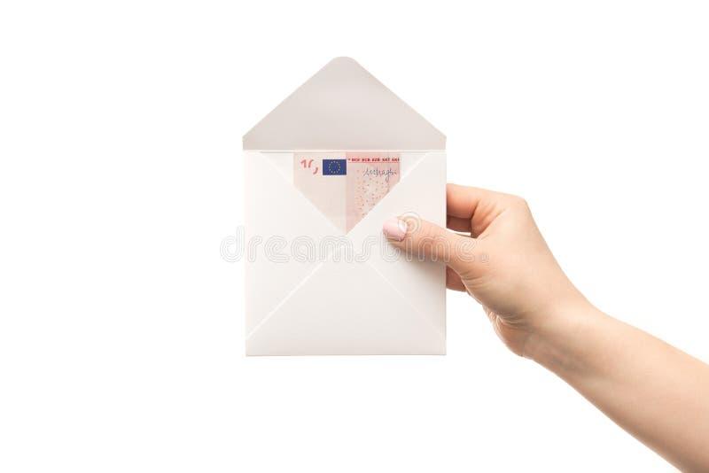 De vrouwenhanden houdt een envelop met euro geïsoleerde bankbiljetten royalty-vrije stock foto
