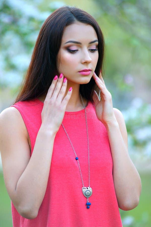 De Vrouwenportret van de close-upmanier Schoonheid ModelGirl met luxuriou stock afbeeldingen
