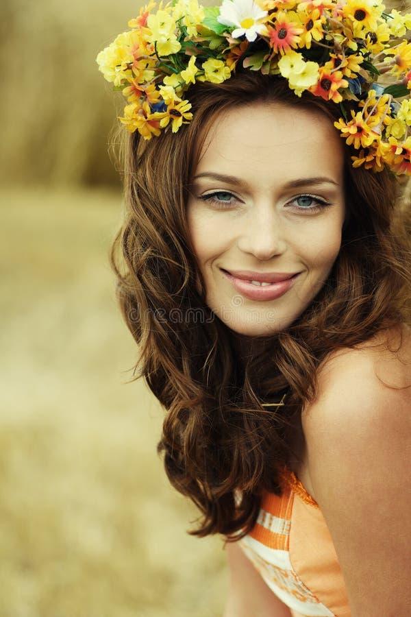 De vrouwenportret van de herfst stock foto's