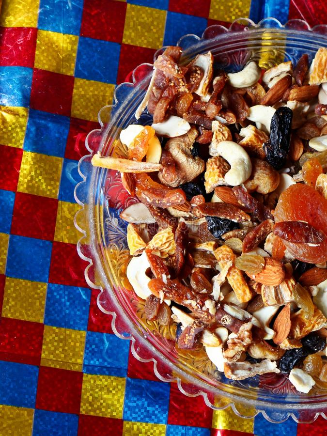 De vruchten en de noten drogen vruchten stock foto