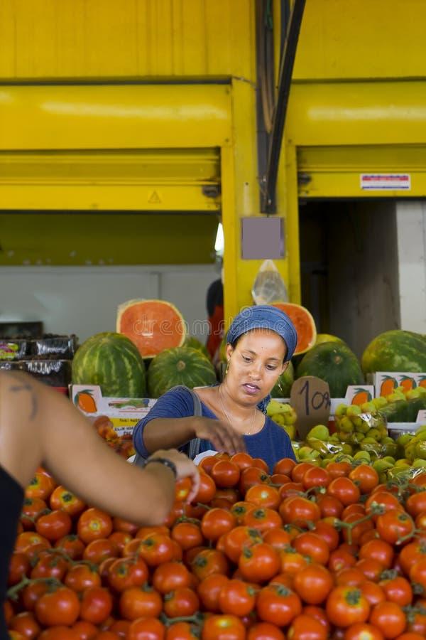 De vruchten en de groenten sluiten markt Hadera Israël stock foto's