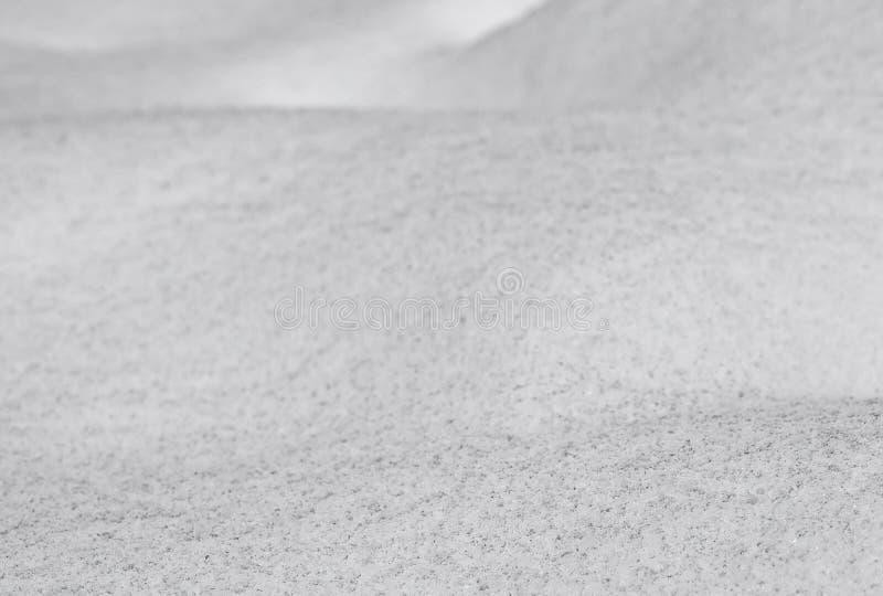 De vuile golvende achtergrond van de sneeuwoppervlakte, hobbelig land dat door onlangs wordt behandeld royalty-vrije stock afbeeldingen