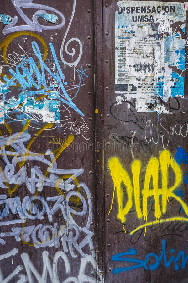 De vuile Textuur van de Metaalmuur met Lagen van Graffiti royalty-vrije stock afbeelding