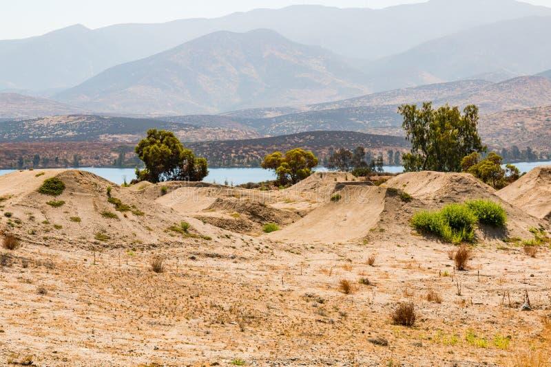 De vuilmogollen voor BMX rennen Opleiding dichtbij Otay-Meer stock foto's