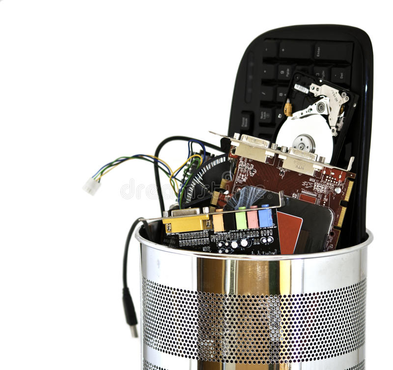 De vuilnisbak die van het metaal computerafval bevat royalty-vrije stock fotografie
