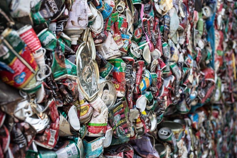 De vuilnisbak wordt gerecycleerd royalty-vrije stock fotografie