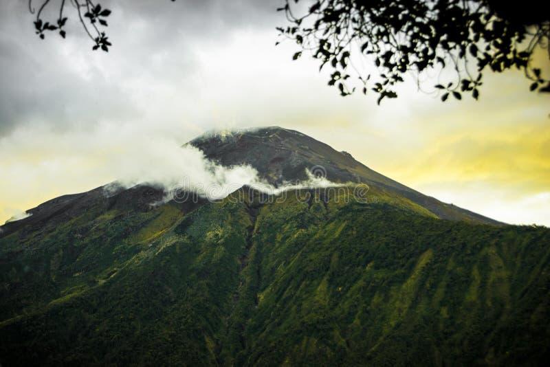 De vulkaan Ecuador van Tungurahua stock afbeelding
