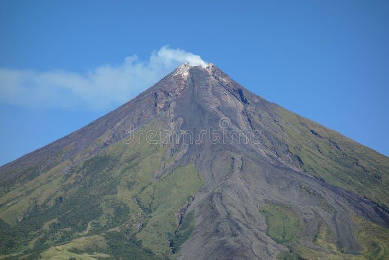 De Vulkaan van Mayon stock afbeeldingen