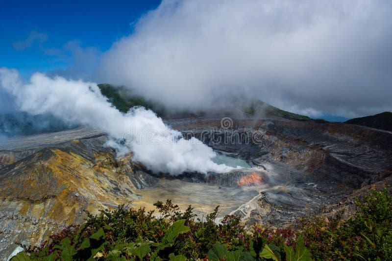 De vulkaan van Poas in Costa Rica stock foto