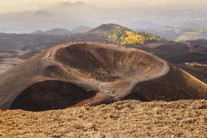 De vulkaankraters van Etna in Sicilië, Italië stock afbeelding