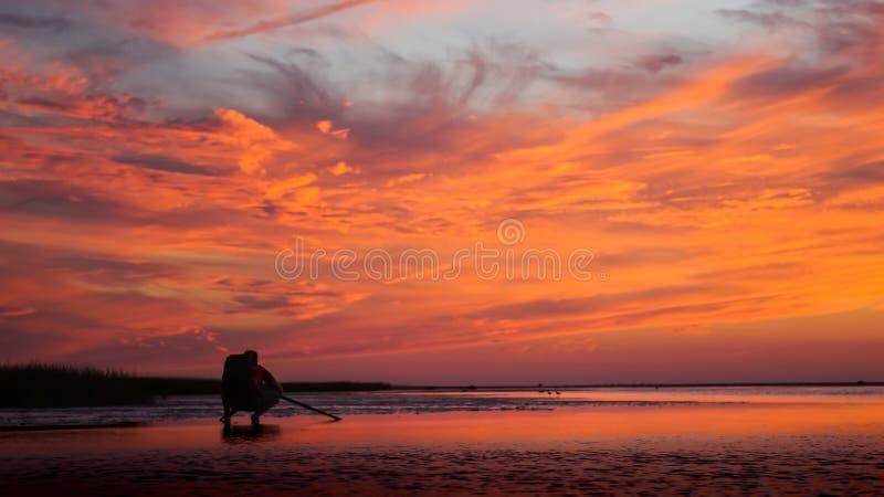 De vurige Oranje Haven Cape Cod New England van de Zonsondergangrots royalty-vrije stock fotografie