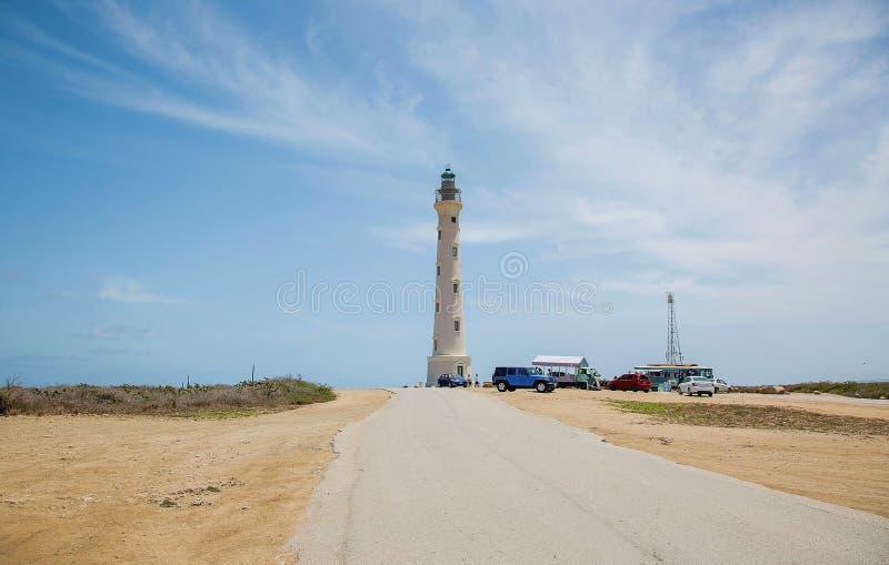 De Vuurtoren van Californië op blauwe hemelachtergrond, de kustlijn van Aruba Het landschapsachtergrond van Nice stock foto