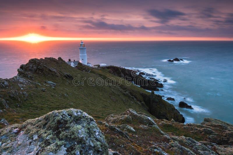 De vuurtoren van het beginpunt bij zonsopgang in Devon, het UK royalty-vrije stock foto