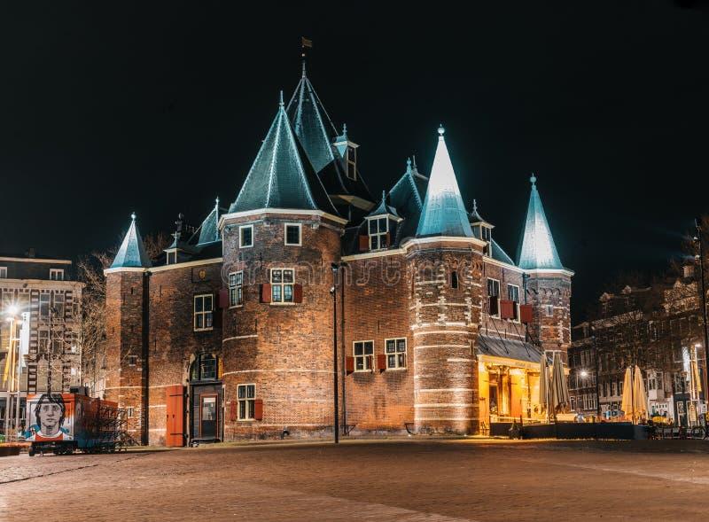 De Waag城堡在夜阿姆斯特丹 库存图片