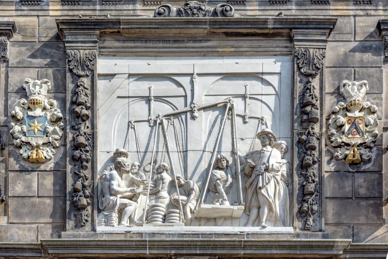 De Waag basrelief royaltyfri fotografi