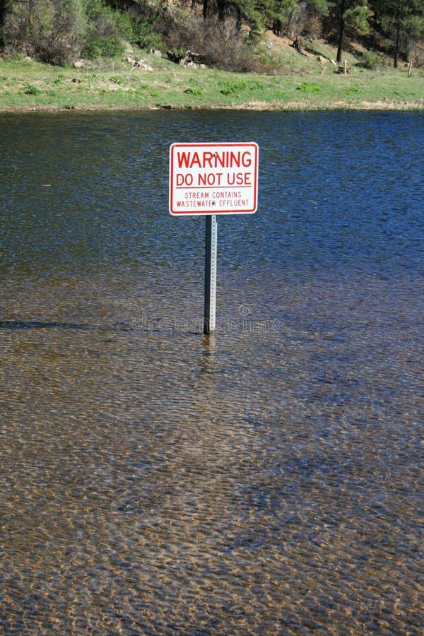 De waarschuwing van het water stock foto