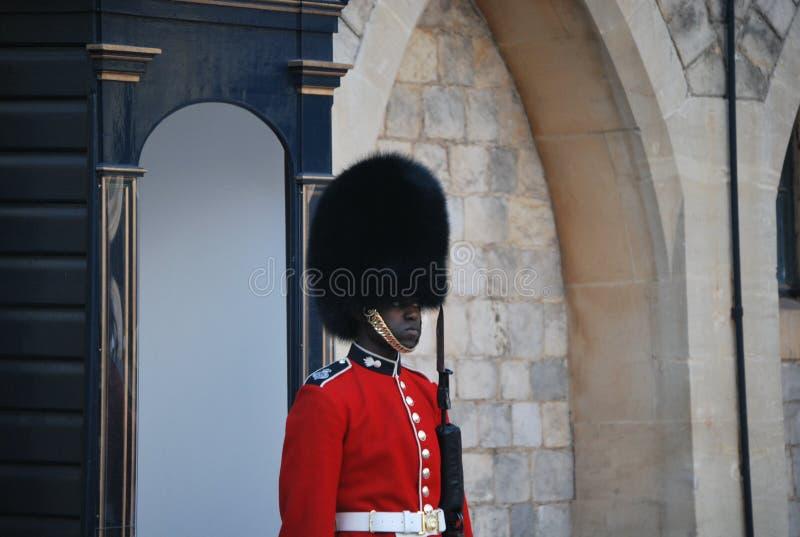 De wacht bij het Widsor-Kasteel in het Verenigd Koninkrijk stock fotografie