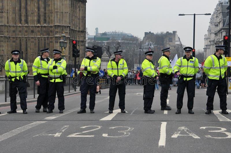 De Wacht van de Tribune van de politie op de Brug van Westminster stock afbeeldingen