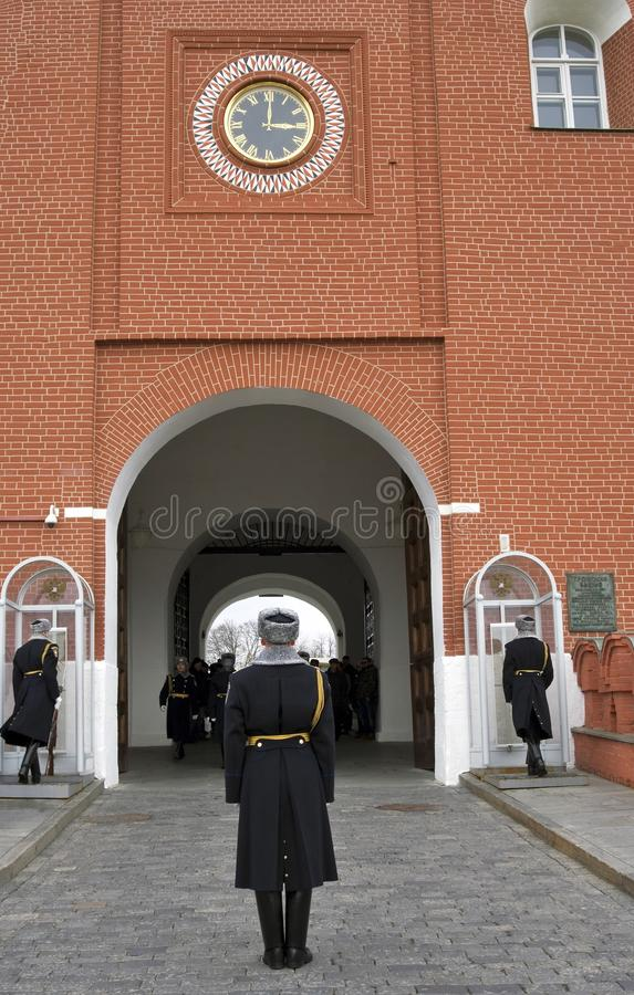 De wachten van eer veranderen in Moskou het Kremlin Kleurenfoto stock afbeeldingen