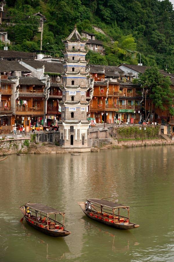 De wachtende passagier van de reisboot in de oude stad van Fenghuang royalty-vrije stock afbeelding