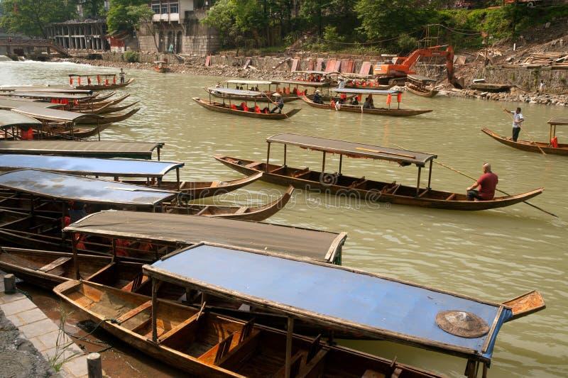 De wachtende passagier van de reisboot in de oude stad van Fenghuang royalty-vrije stock foto's