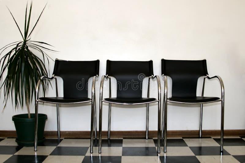De wachtkamer van stoelen