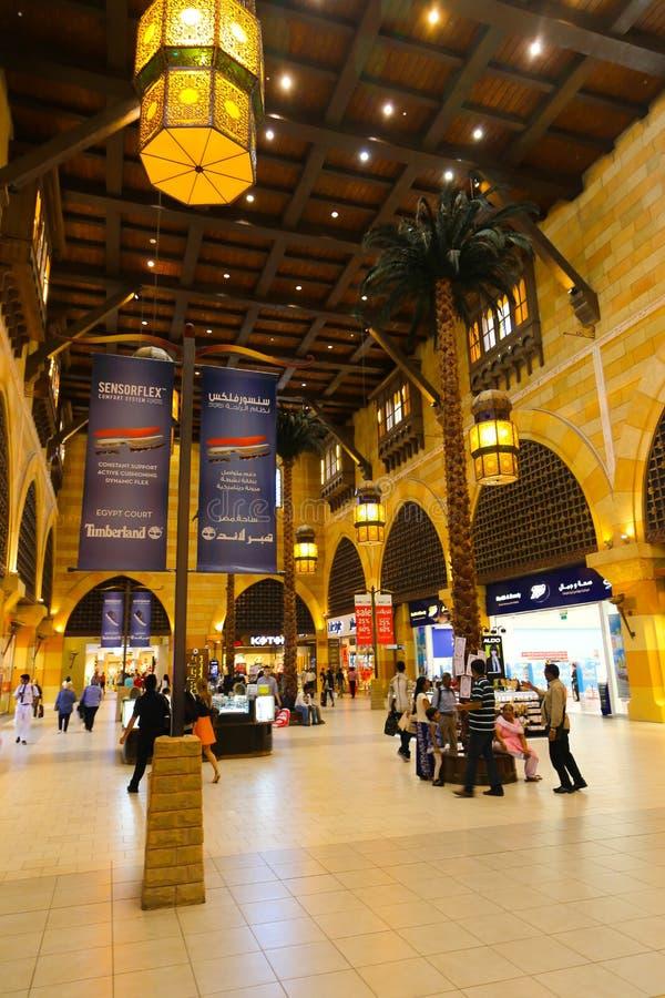 Download De Wandelgalerij Van Battuta Van Ibn In Doubai Redactionele Fotografie - Afbeelding bestaande uit avond, building: 107701707