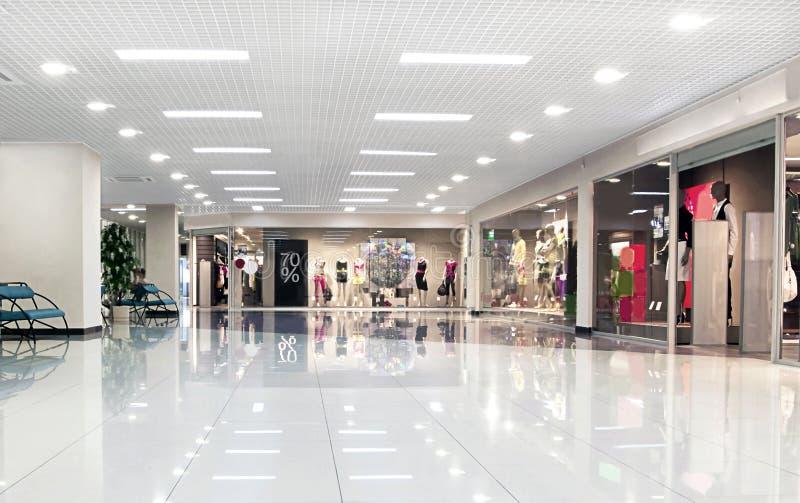 De wandelgalerijzaal van het centrum stock fotografie