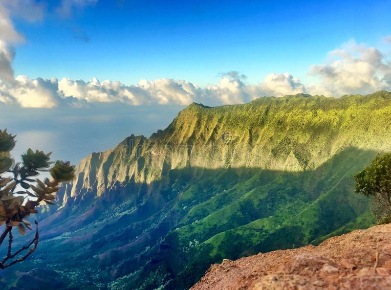 De wandeling van de toneelkalalau-Sleep aan de toneelkust van Na Pali in Kauai Hawaï stock foto