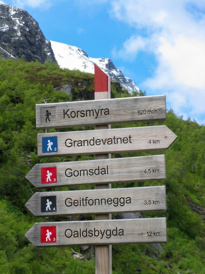 De wandeling voorziet in Noorwegen van wegwijzers stock fotografie