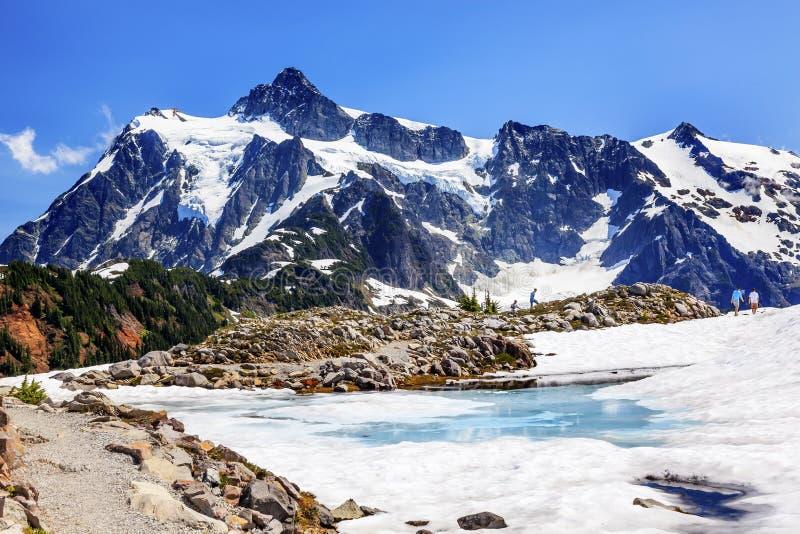 De wandeling zet van de de Sneeuwpool van Shuksan de Blauwe Kunstenaar Point Washington de V.S. op royalty-vrije stock fotografie