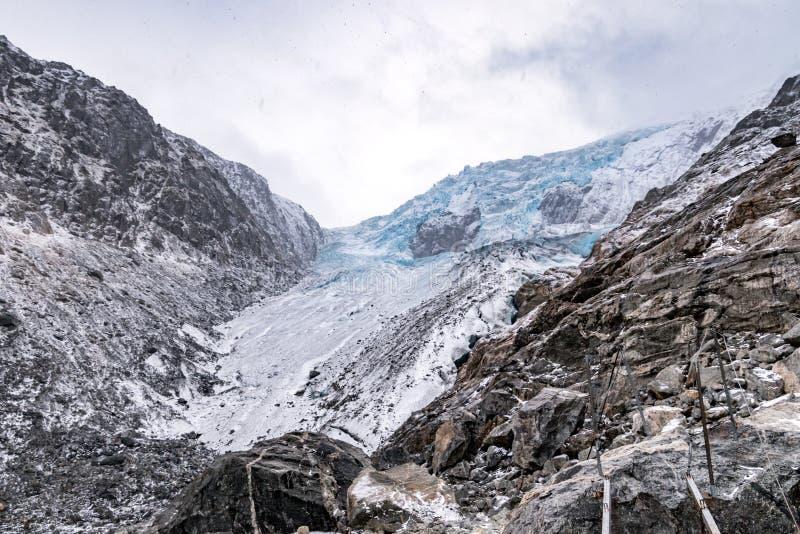De wandelingssneeuw van Noorwegen Odda van de Buerbreengletsjer stock afbeelding