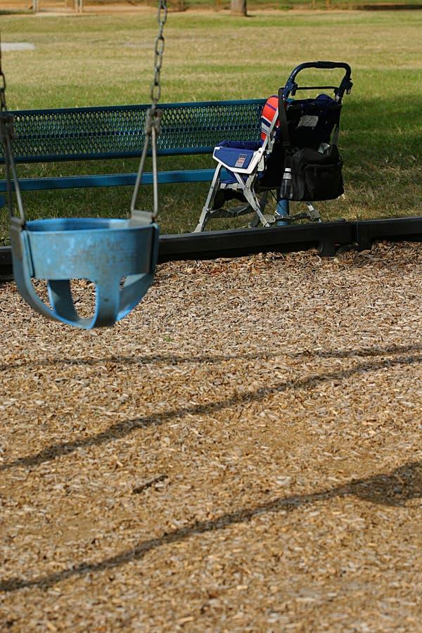 Download De Wandelwagen En De Schommeling Van De Baby Stock Foto - Afbeelding: 45428