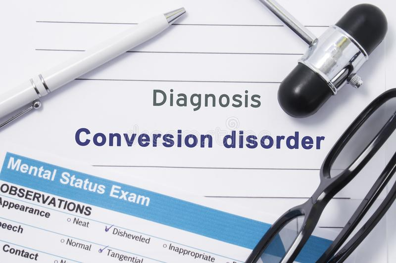 De wanorde van de diagnoseomzetting Medische die nota door neurologische hamer, geestelijk statusexamen met naam in grote brieven stock afbeelding