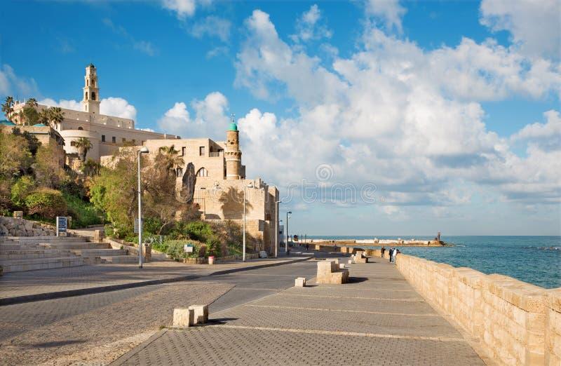 De waterkant onder oude Jaffa in Tel Aviv in ochtend stock afbeelding