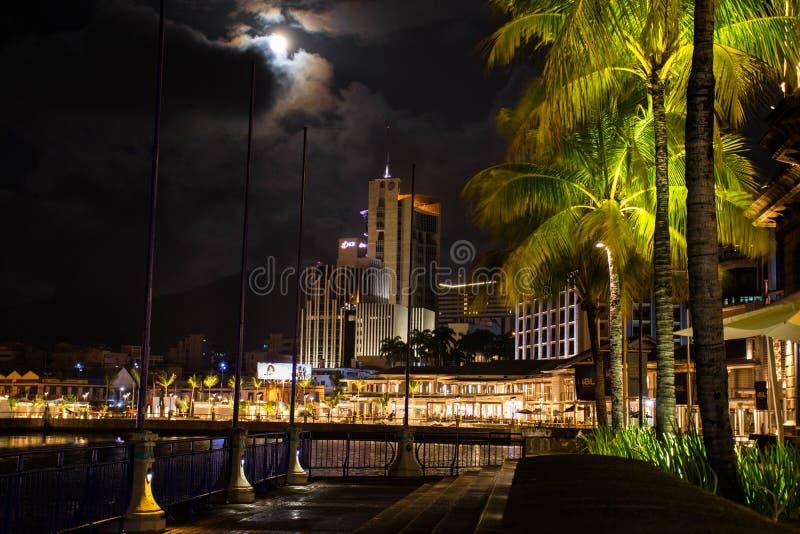 De Waterkant van Caudan bij Nacht royalty-vrije stock fotografie