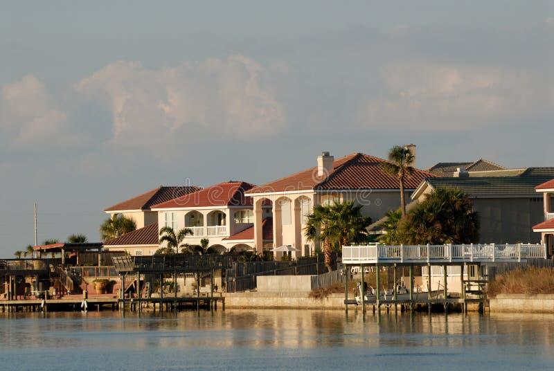 De waterkant van huizen stock fotografie