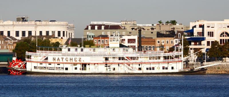 De Waterkant van New Orleans - Stoomboot Natchez stock afbeeldingen
