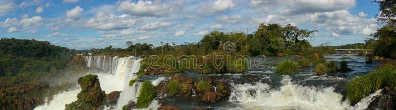 De waterval dichte omhooggaande meningen van Iguazudalingen van de Argentijnse kant royalty-vrije stock afbeeldingen
