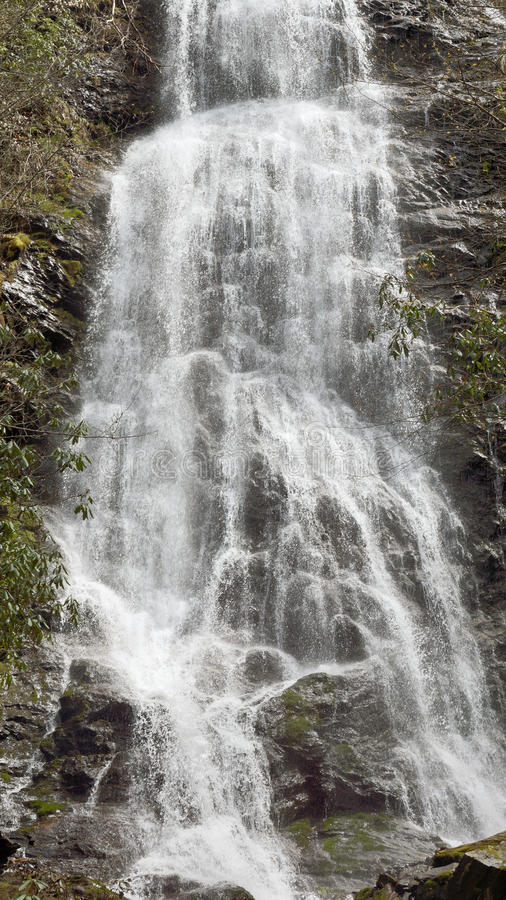 De waterval van de berg stock afbeelding