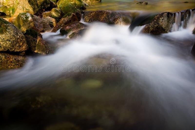 De waterval van de rivier stock afbeelding