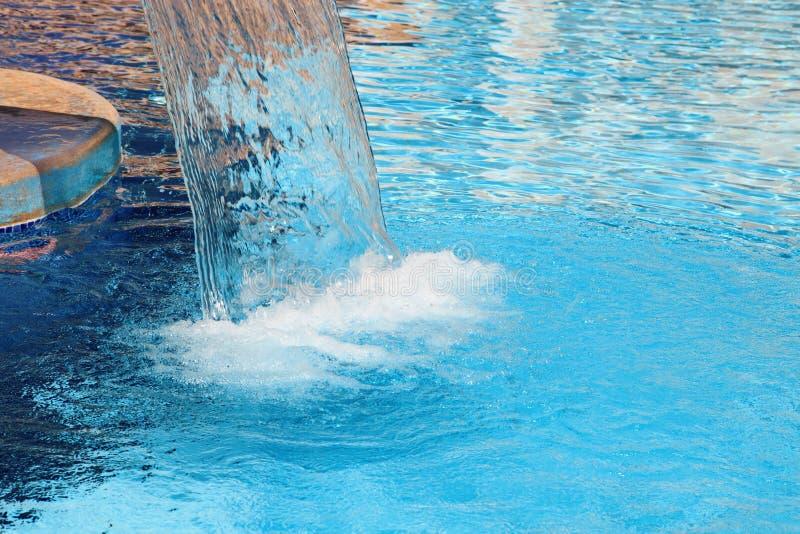 De waterval van de watergeneeskunde in kuuroord royalty-vrije stock foto's