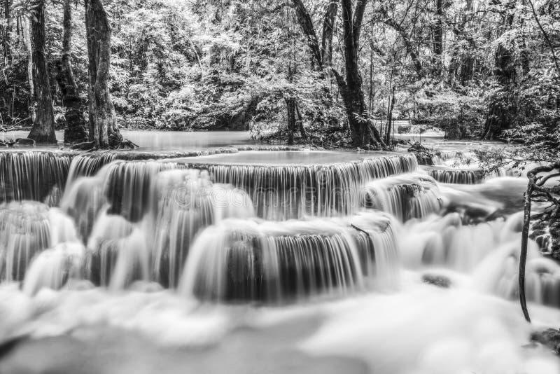 De Waterval van Erawan in Kanchanaburi stock foto's
