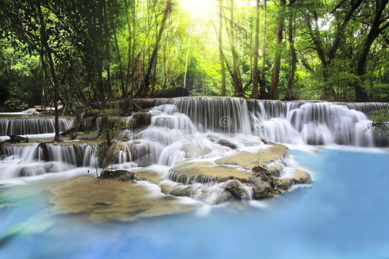 De Waterval van Erawan in Provincie Kanchanaburi stock foto's